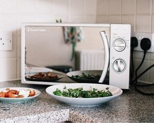 Produse fara de care ne-ar fi foarte greu sa traim astazi: cuptorul cu microunde (IV)