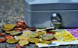 Curs valutar: Ce se intampla cu leul, euro, dolarul si aurul?