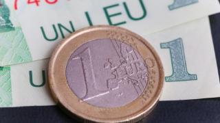 In plina criza politica, Leul e in picaj liber pe tabela de marcaj a cursului valutar