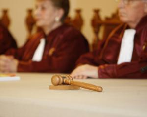 CCR a decis: Legea darii in plata este NECONSTITUTIONALA