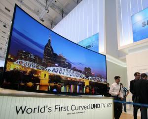 Primul televizor UHD curbat, lansat de Samsung