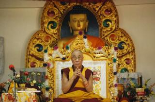 Dalai Lama s-a vaccinat impotriva Covid-19: Mai multi oameni ar trebui sa aiba curaj sa faca aceasta injectie