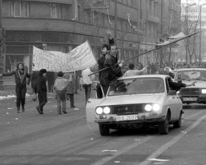 Editorial Dan Manusaride: Piata Universitatii la 23 de ani: Arta diversiunii mostenita de la comunisti