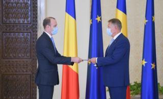 E oficial. Avem un nou ministru de Finante, doar ca presedintele Klaus Iohannis nu a dat mana nu el