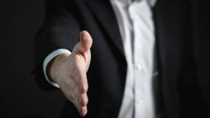 Editorial: Criza fortei de munca ii obliga pe angajatori sa retina salariatii valorosi in companie