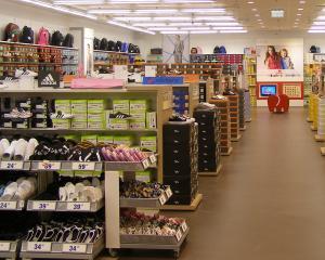 Deichmann a vandut aproape 2,5 milioane de perechi de pantofi, in 2013
