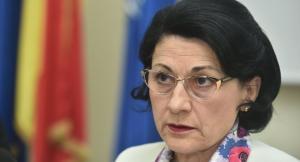 Ecaterina Andronescu, DEMISA de la Ministerul Educatiei