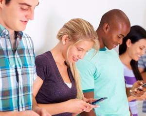 """Dependenta de telefoanele mobile, o """"boala moderna"""""""