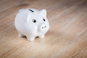 Doar 6 banci ofera depozite rentabile. La restul iei mai putini bani decat ai depus