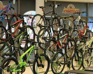 Un parc de distractii investeste in propriul concept store de biciclete si articole sportive