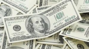 Dolarul american trece de 4,5 lei, atinge un nou maxim istoric si se apropie de paritate cu euro
