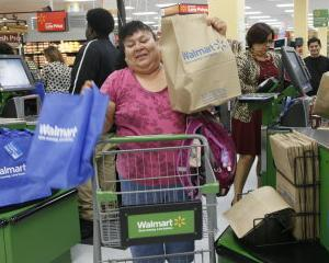 Angajatii Walmart isi doneaza mancare intre ei