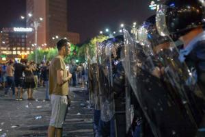 Dosarul 10 august: Cei 7 agresori ai femeii jandarm AU SCAPAT DE INCHISOARE