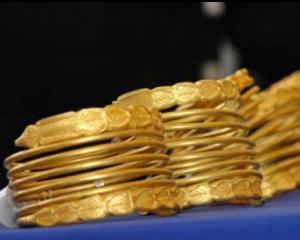 Bratarile si monedele dacice furate acum 15 ani, transmise Muzeului National de Istorie