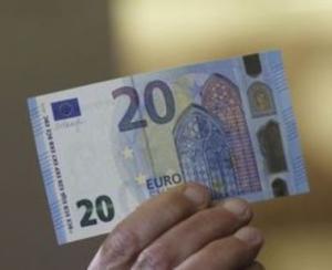 Noua bancnota de 20 de euro ajunge-n buzunare