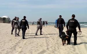 Litoralul romanesc, invadat de colete cu droguri. Politia: Cine gaseste colete pe plaja sa nu le deschida