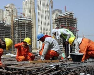 13 muncitori romani, repatriati din EAU