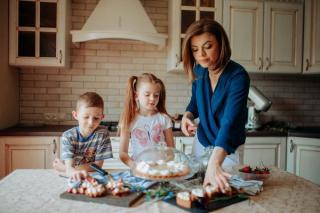 Parintii si statul ar trebui sa fie foarte ingrijorati: 65% dintre copii consuma dulciuri zilnic