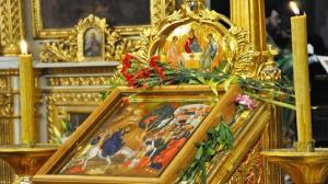 Floriile in vremea pandemiei: Nu se merge nici la Biserica, nici la cimitir. Parcurile sunt si ele inchise!