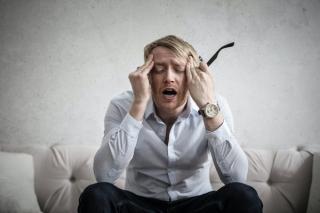 Ce le provoaca romanilor cele mai multe dureri de cap. Femeile sunt cele mai afectate