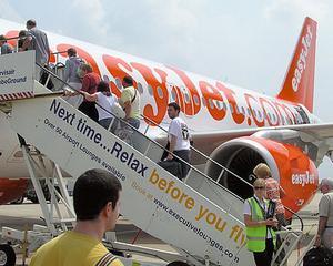 Low-cost cu investitii mari: easyJet cumpara 135 de avioane Airbus