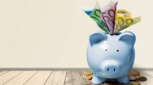 O veste imbucuratoare: 85% dintre elevii romani pun bani deoparte