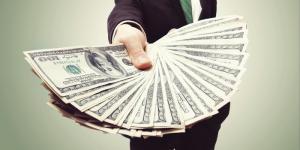 Regula de aur a oamenilor bogati: Nu economisi banii care iti raman