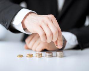 Educatie financiara: Scapa de aceste ganduri negative pentru a economisi banii pe care ii doresti!