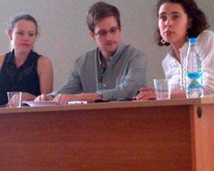 "Edward Snowden invata limba rusa si se bucura de noua sa ""libertate"""