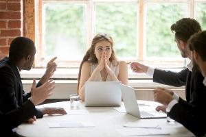 Cum sa incetezi sa iei lucrurile personal la job