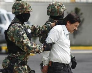 El Chapo intra intr-un restaurant ...