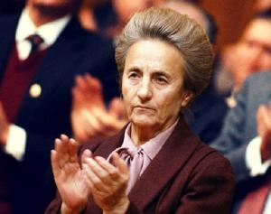 O incursiune prin jurnalul Lenutei Ceausescu (I). Astazi, biografia neretusata plus, bonus, o secventa de amor