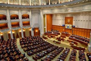 Parlamentarii nu renunta la pensiile speciale. Proiectul, care trebuia votat azi, a fost scos de pe ordinea de zi