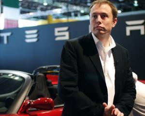Tesla recunoaste ca valoare sa de piata este