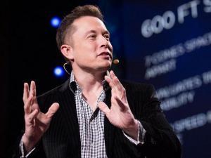 Elon Musk avertizeaza: Cat de mult ne poate dauna inteligenta artificiala