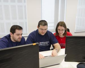 eMAG a lansat Hackathon. Mai intai, pentru angajati, apoi, la nivel national