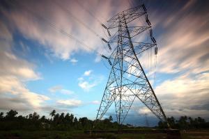 Distribuitorii de energie trag semnalul de alarma: Noile reglementari vor genera pierderi de aproape 14 miliarde lei din PIB