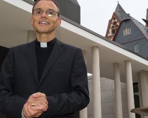 Episcopul cheltuitor din Germania va trai in casa sa de 31 milioane pana cand va obtine un nou job