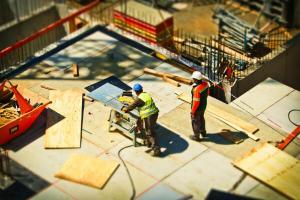 Managerii din Romania estimeaza o scadere a activitatii si a numarului de angajati in constructii, pana in ianuarie