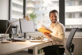 Regulile nescrise ale vietii profesionale. Care este eticheta pe care trebuie sa o respecti mereu la birou