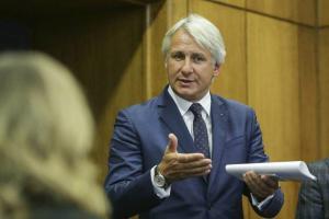 Ministerul Finantelor propune transport gratuit doar pentru studentii fara restante