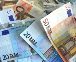 Euro atinge un nou maxim istoric fata de leu: 4,6614!