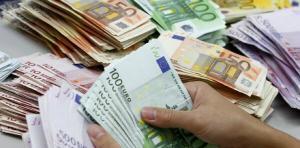 Adoptarea monedei euro vine la pachet cu SCUMPIRI IN MASA