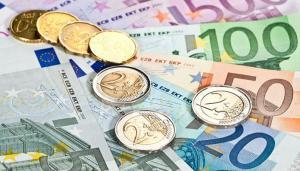 Analistii se asteapta la un curs de 4,8597 lei/euro, in 2020