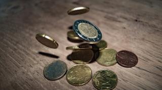 Euro inchide saptamana bancara la al treilea maxim consecutiv, ajungand la 4,8750 lei