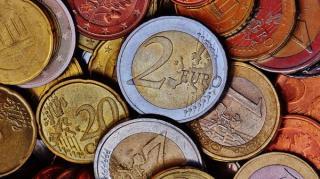 Euro incepe saptamana cu un nou maxim: 4,8552 de lei
