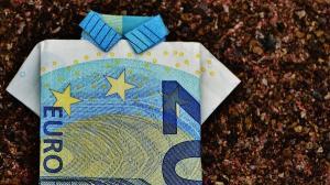 Tendinta de scadere a euro se consolideaza. Cursul scade la 4,7555 lei/euro