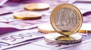 Euro trece de 4,84 lei si atinge al doilea maxim istoric consecutiv fata de leul romanesc