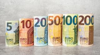 Trei zile, trei maxime pentru euro. Astazi, moneda unica europeana a ajuns la 4,9251 lei