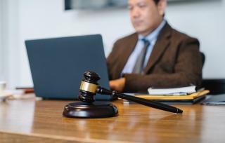 Ghidul angajatorului. Cine face evaluarea angajatilor – dvs. sau instanta de judecata?